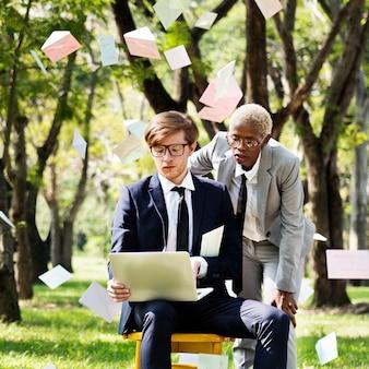 Gente de negocios información de análisis de datos concepto de tecnología de ecología