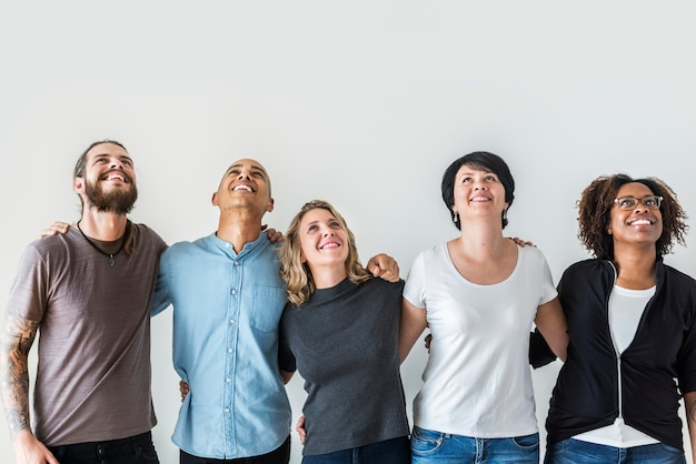 Gente diversa con concepto de trabajo en equipo