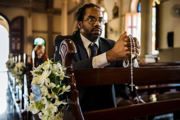 La gente de la iglesia cree la fe confesión religiosa
