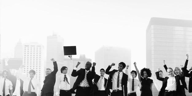 Gente de negocios celebración corporativa concepto de ciudad de éxito