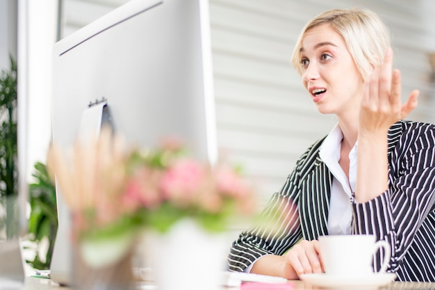 Gente de negocios es estrés con problemas de negocios