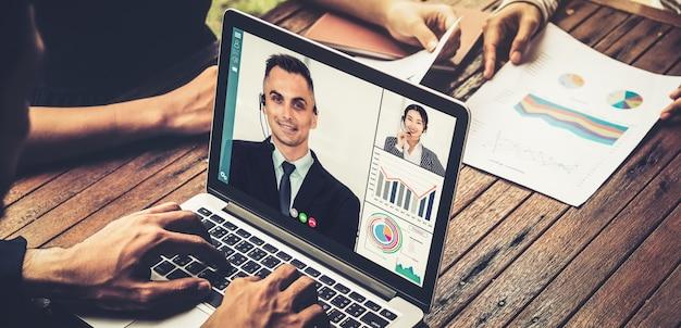 Gente de negocios de grupo de videollamadas reunidas en un lugar de trabajo virtual o una oficina remota