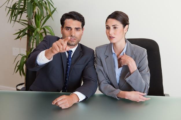 Gente de negocios negociando
