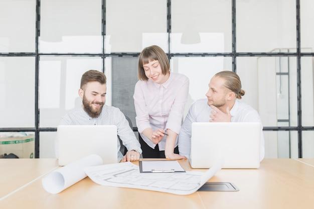 Gente de negocios en reunión