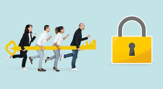 Gente de negocios sosteniendo una llave de oro