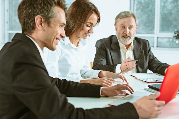 Gente de negocios trabajando juntos