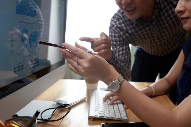 Gente de negocios trabajando en proyecto