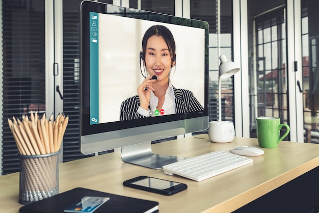 Gente de negocios de videollamada reunida en un lugar de trabajo virtual u oficina remota
