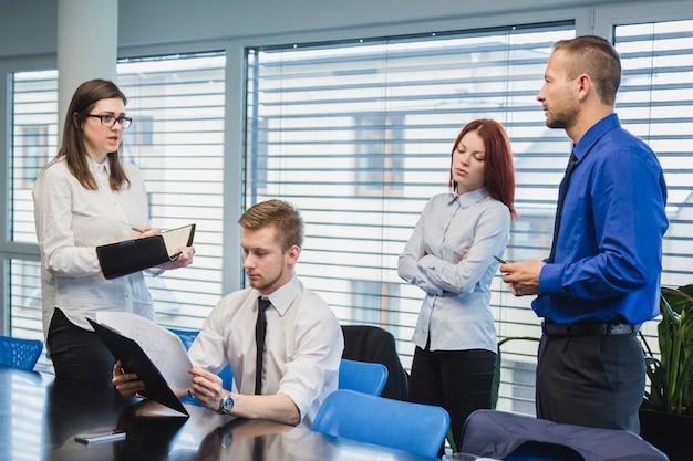 Gente, oficina, teniendo, reunión