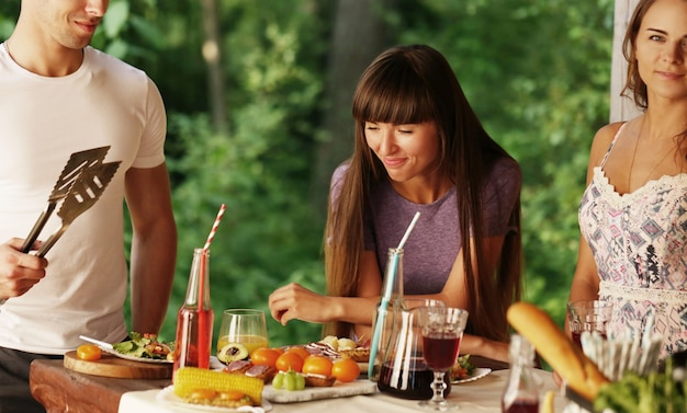 Gente en el picnic