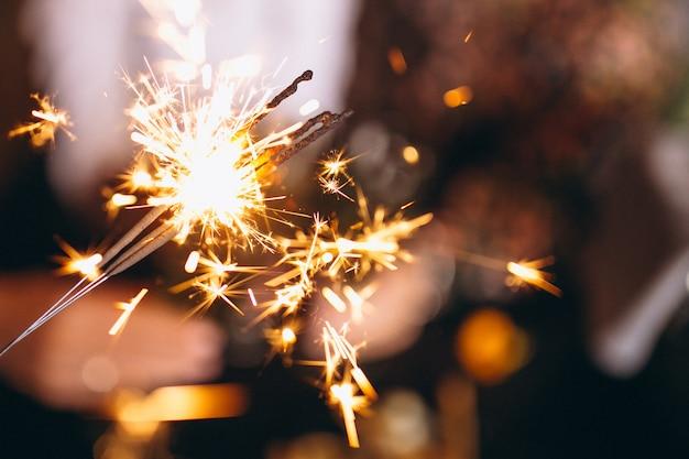Gente, tenencia, luces de navidad