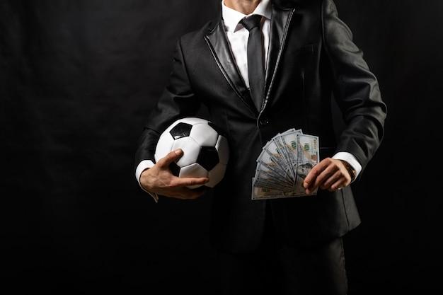 Gerente de deportes de fútbol en traje de negocios