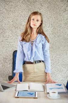 Gerente financiero femenino