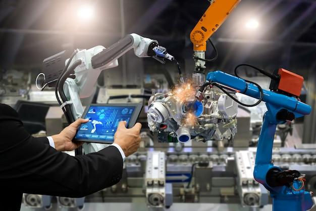 Gerente ingeniero control de pantalla táctil automatización robot