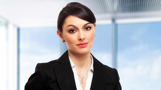 Gerente mujer joven en la oficina