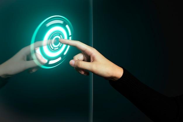 Gesto de mano presionando el botón de encendido holograma