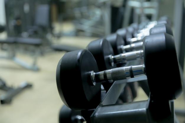 Gimnasio en la sala de fitness.