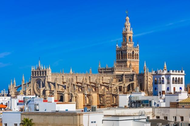 Giralda y catedral de sevilla, españa