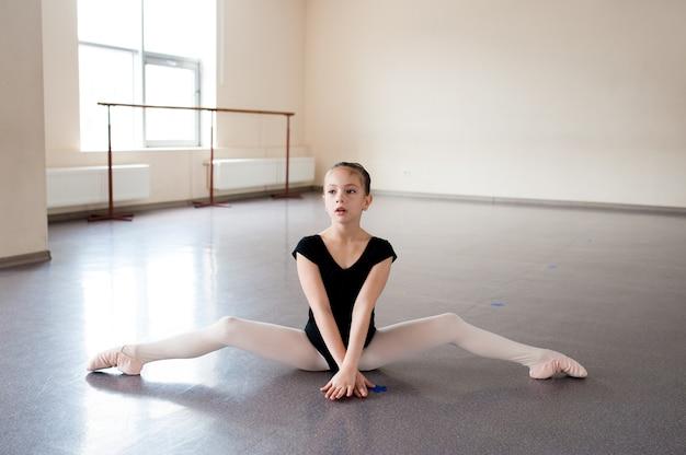 Girl ballet, estiramientos, aprendizaje