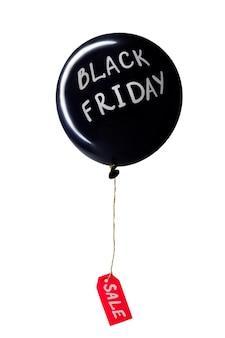 Globo de aire caliente negro con letras blancas de black friday y etiqueta de precio de venta roja adjunta,