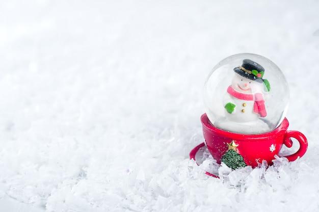 Globo de nieve con muñeco de nieve