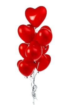Globos de aire. montón de globos de papel rojo en forma de corazón