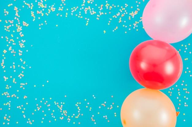 Globos de cumpleaños coloridos