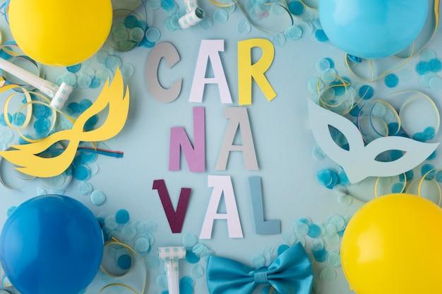 Globos y lindas máscaras de carnaval.