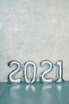 Globos plata 2021. feliz año nuevo 2021. números metálicos 2021