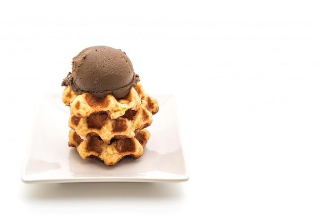 Gofres con helado de chocolate