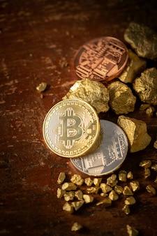 Gold bitcoin físico bitcoin-cryptocurrency y granos de pepita de oro. concepto de negocio