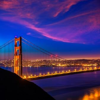 Golden gate bridge san francisco atardecer a través de cables