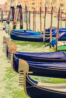 Góndolas del gran canal de venecia