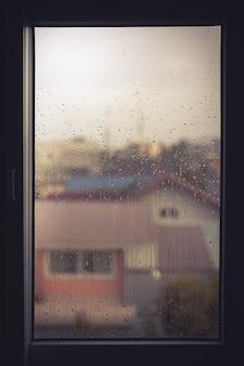 Gota de agua en la ventana