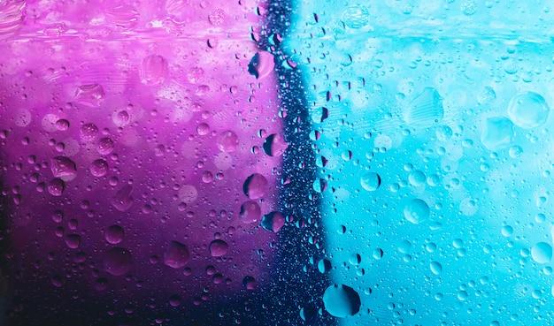 Una gota o gota es una pequeña columna de líquido, delimitada por completo. fondo abstracto