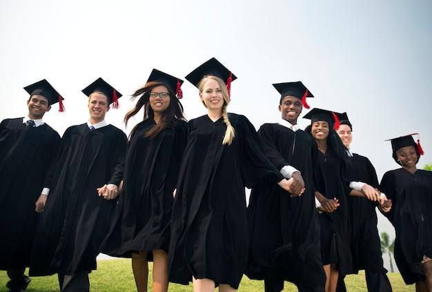 Graduación amigo logro celebrar concepto de grado