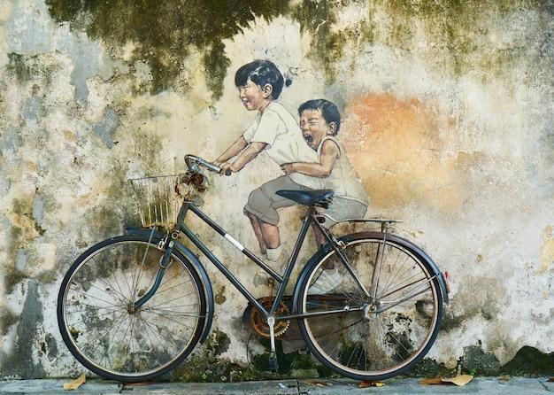 Graffiti de unos niños en bicicleta