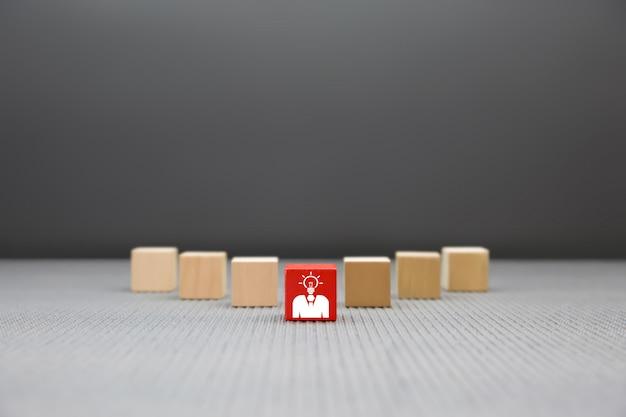 Gráfico de empresario líder en bloque de madera.