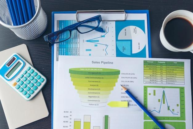 Gráfico de excel con documento de hoja de cálculo que muestra el concepto de inicio financiero de información.