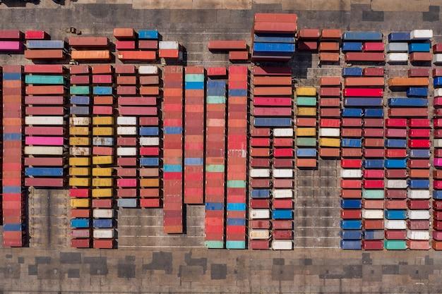 Gran almacén industrial contenedores caja vista aérea