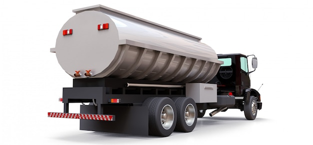 Gran camión cisterna negro con un remolque de metal pulido