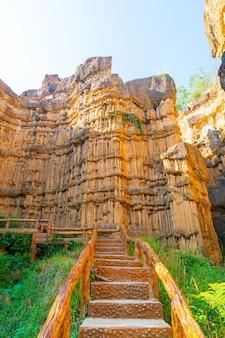 El gran cañón de chiang mai o pha chor en el parque nacional mae wang, chiang mai, tailandia