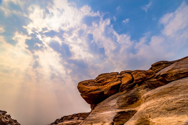 El gran cañón de tailandia está adyacente a la frontera de laos