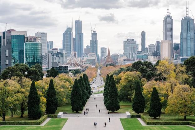 Gran ciudad y parque en melbourne