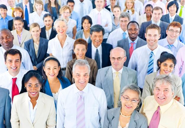 Gran grupo de profesionales de negocios