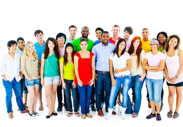 Gran grupo de estudiantes de la comunidad concepto de la gente