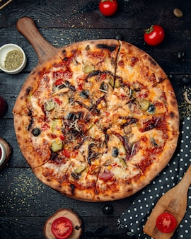 Gran pizza mixta con carne