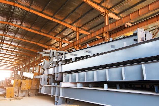 Gran planta de procesamiento de acero.