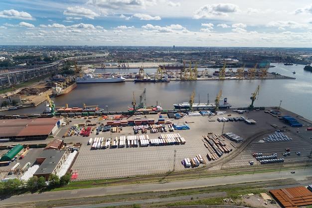 El gran puerto de san petersburgo, vista aérea.