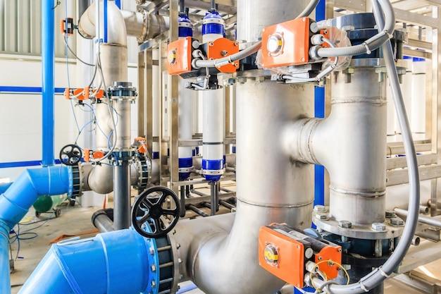 Gran tratamiento de aguas industriales y sala de calderas.